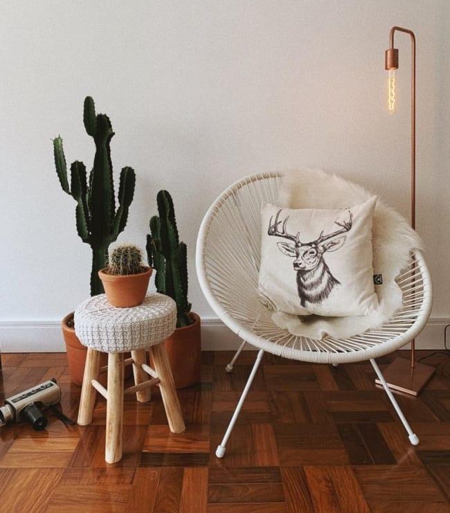 cadeira acapulco em espaco de leitura