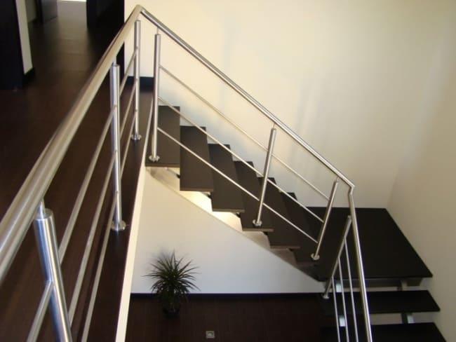 escada com patamar central