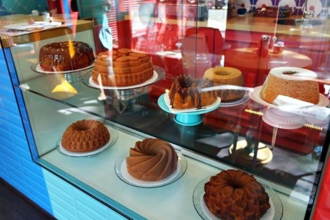 vitrine de loja de bolos caseiros