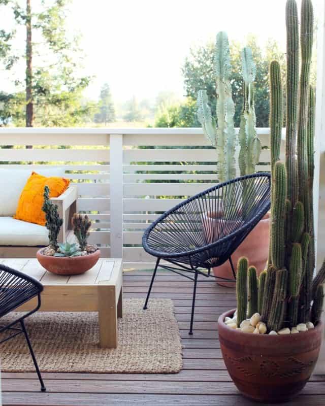 varanda com sofa e cadeira acapulco