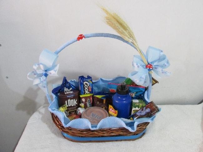 cesta de cafe da manha decorada para crianca