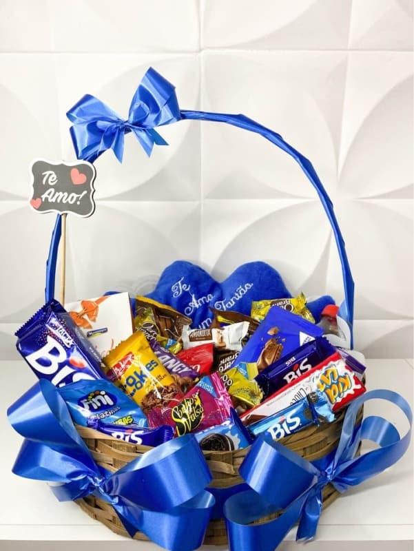 cesta de chocolate decorada para dia das maes