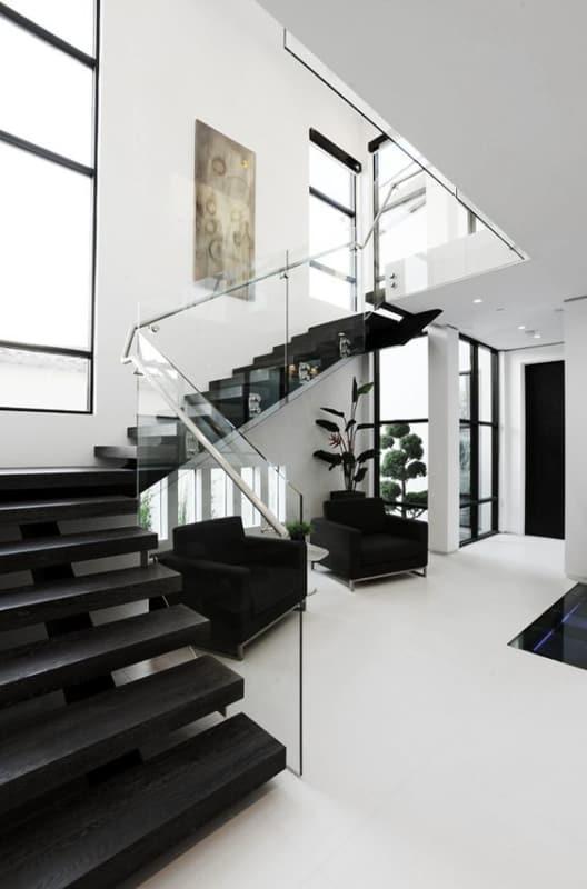 sala moderna com escada em L