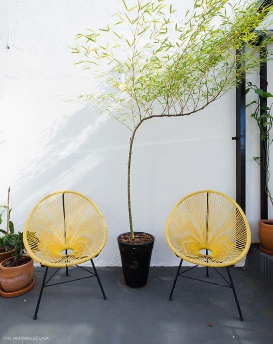 cadeira acapulco amarela na decoracao externa