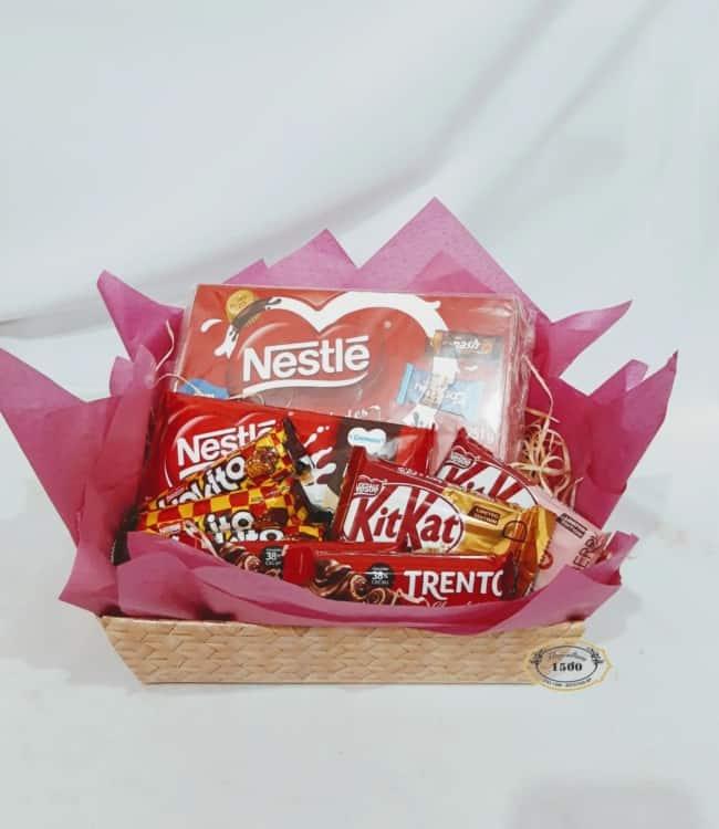 cesta de chocolate decorada e simples