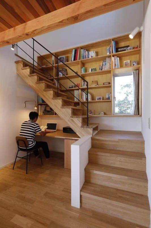 projeto com escada de madeira em L