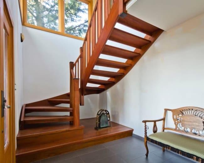 modelo de escada de madeira em L
