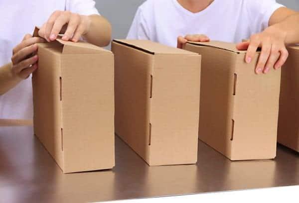 trabalho em casa com montagem de embalagens