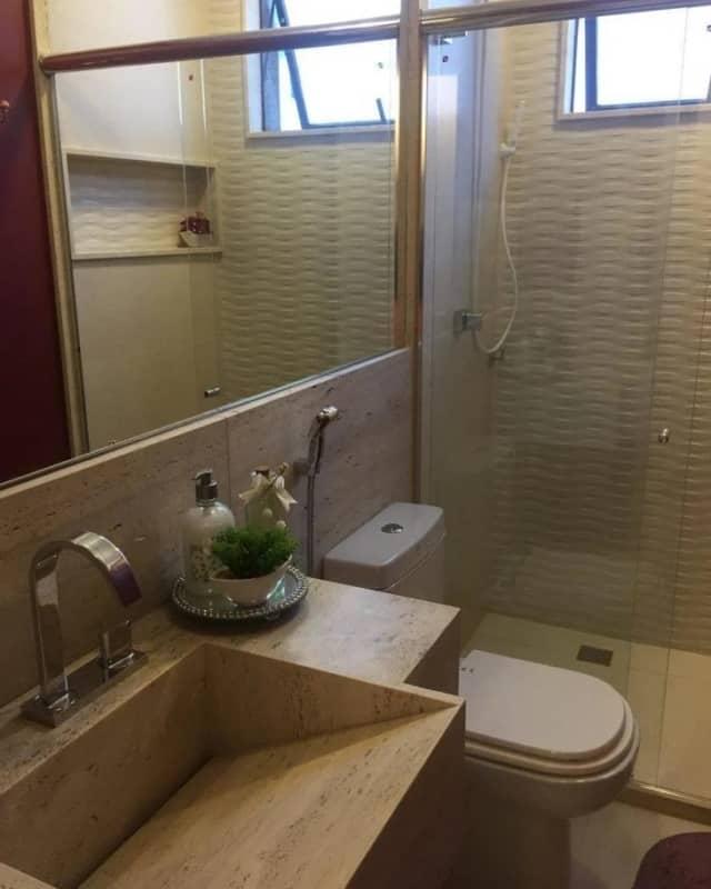 banheiro com cuba esculpida em travertino romano