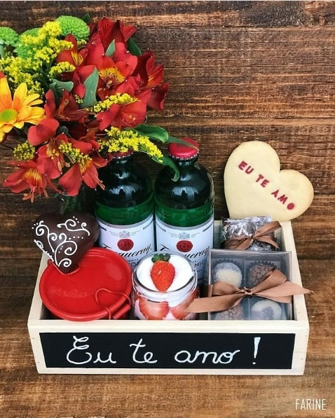 decoracao de cesta de aniversario romantica
