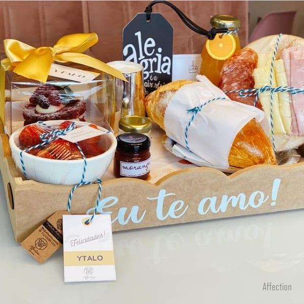 cesta romantica de aniversario com cafe da manha