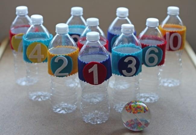 boliche feito de garrafas plasticas