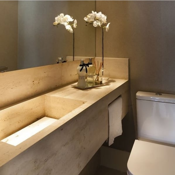bancada de lavabo em travertino romano