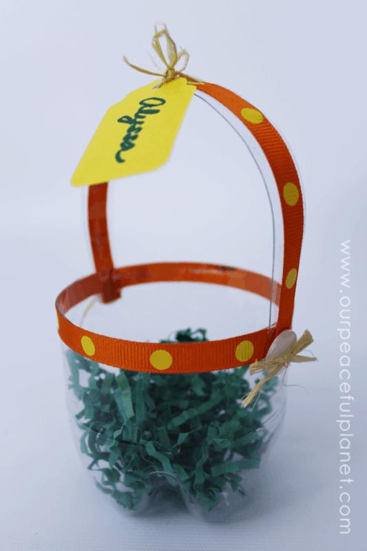 cestinha de pascoa simples feita de garrafa pet
