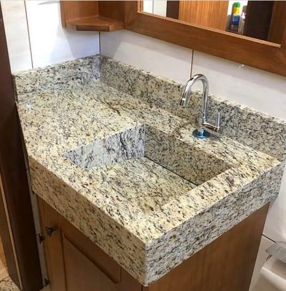 bancada de banheiro com pia esculpida em granito Santa Cecilia