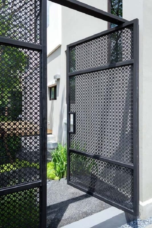 portao moderno pequeno e aberto