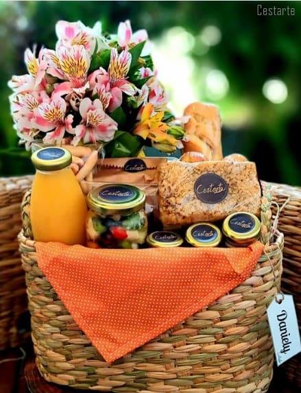 cesta de cafe da manha para aniversario de irma