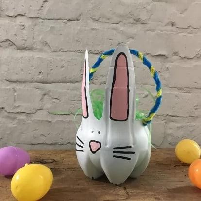 cestinha de garrafa pet em formato de coelho