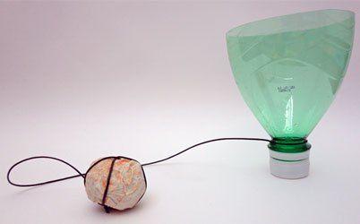 brinquedo simples e reciclado com garrafa pet