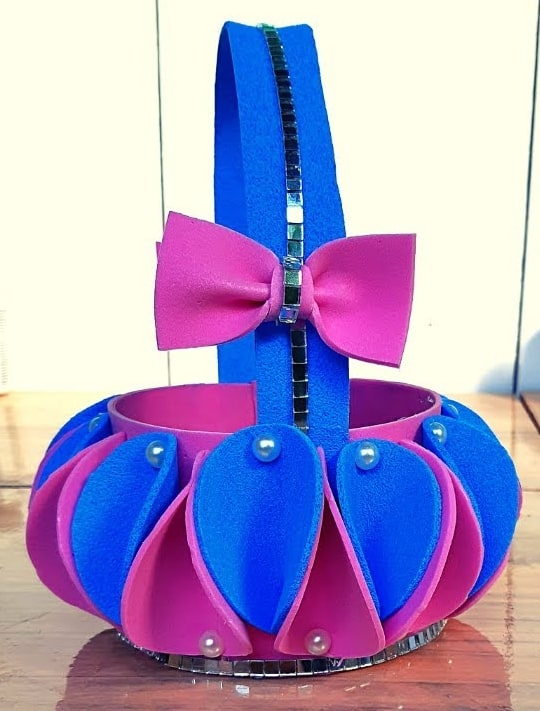 cestinha de garrafa pet decorada em EVA
