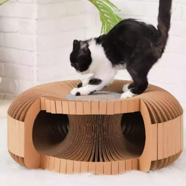 tunel de papelao redondo com arranhador para gatos