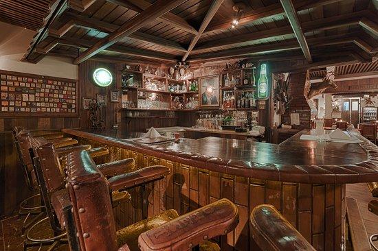 bar rustico e com moveis vintage