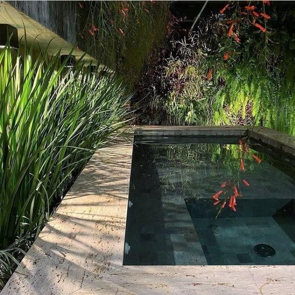 piso da area da piscina com travertino romano