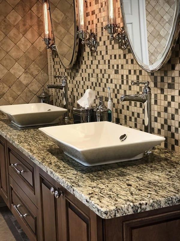 banheiro com pedra Santa Cecilia