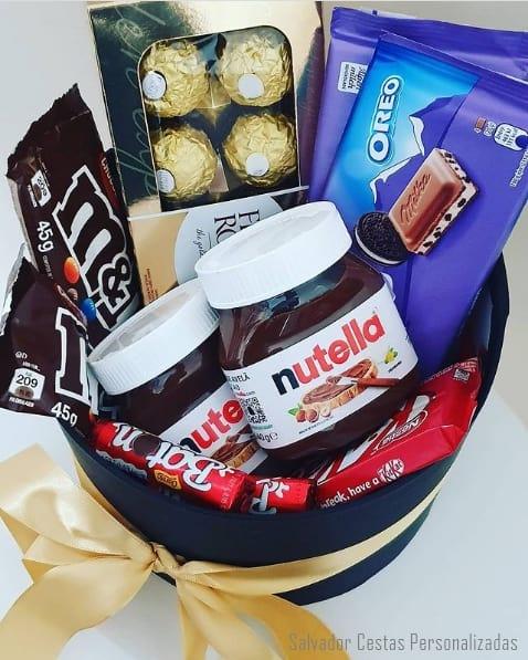 cesta de aniversario com chocolates para irma