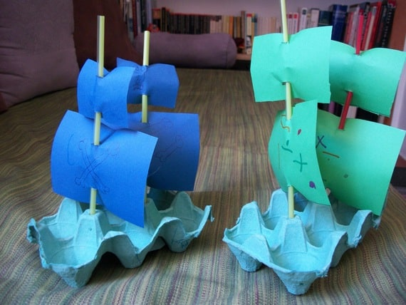 barco simples feito de caixa de ovo