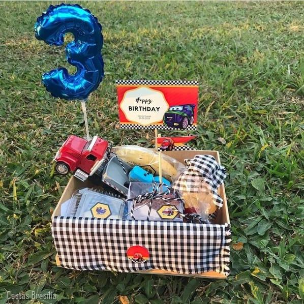 cesta de aniversario tematica para menino