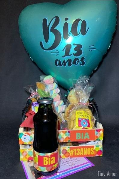 cesta de aniversario com balao personalizado