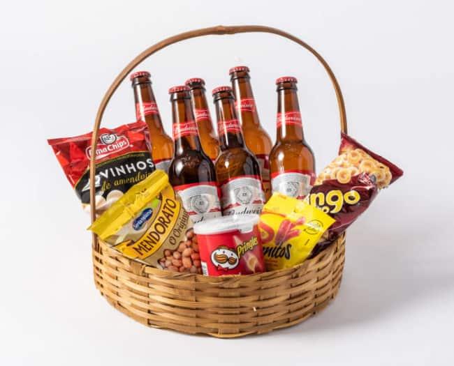 cesta de aniversario com cervejas