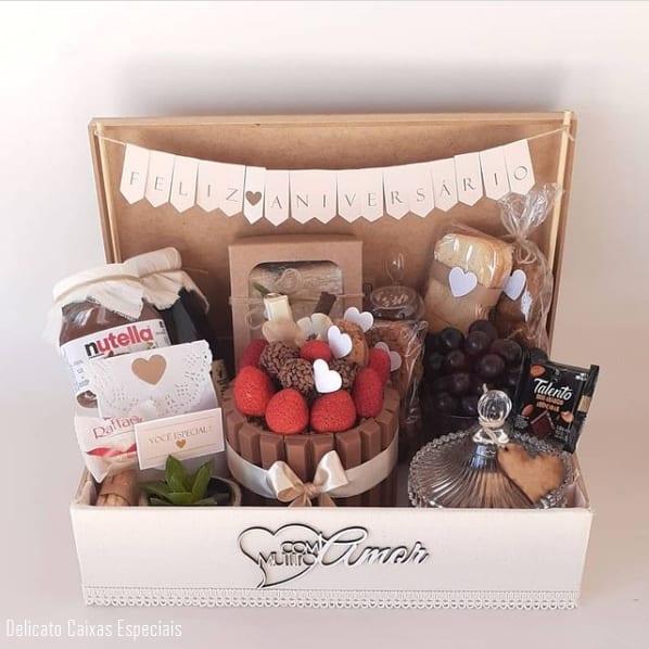 cesta de aniversario com mini bolo