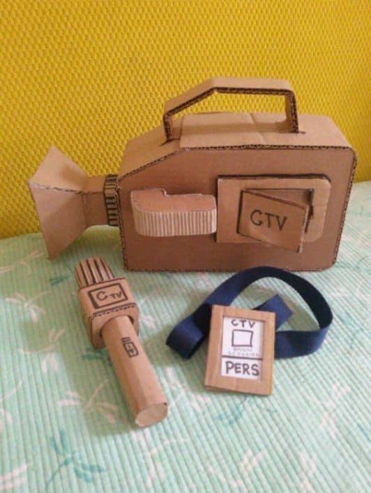 brinquedo criativo com caixa de papelao