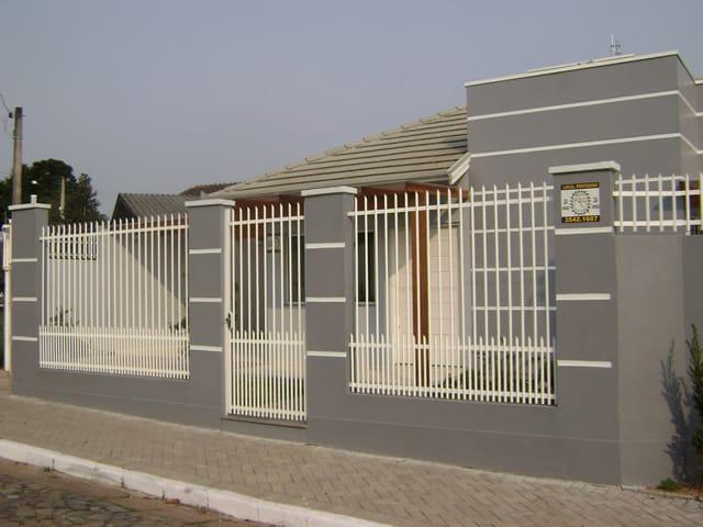 casa com portao social de grade