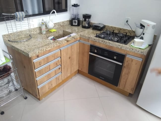 cozinha pequena com granito Santa Cecilia