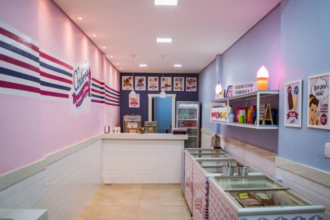 decoracao retro para sorveteria pequena
