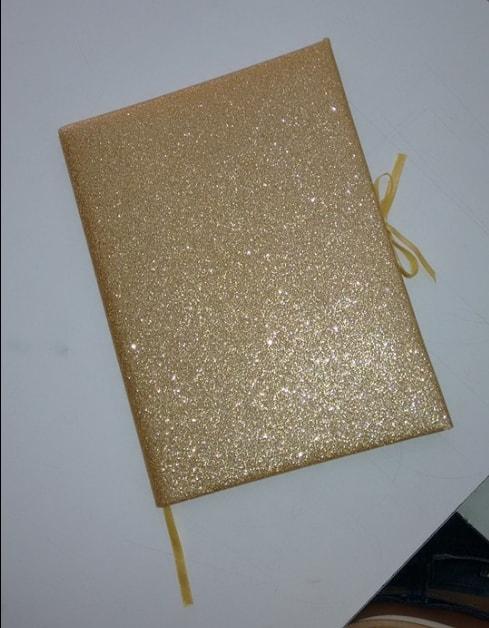 decoracao de livro ouro