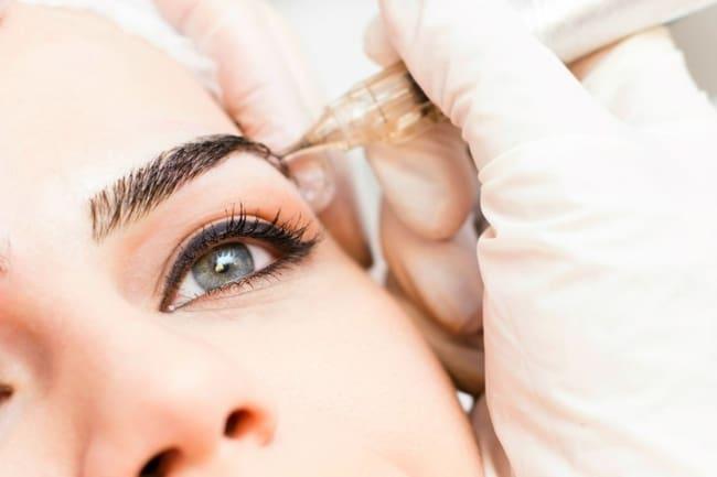 procedimento de micropigmentacao das sobrancelhas