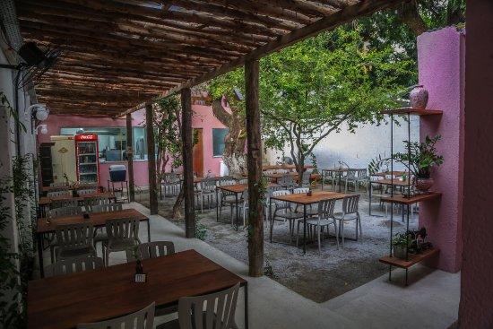 restaurante caseiro simples com area externa