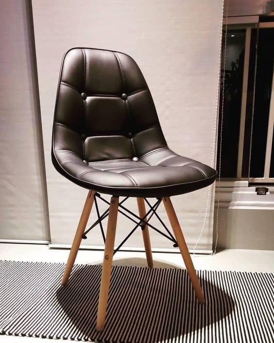 Cadeira Eames no modelo estofado