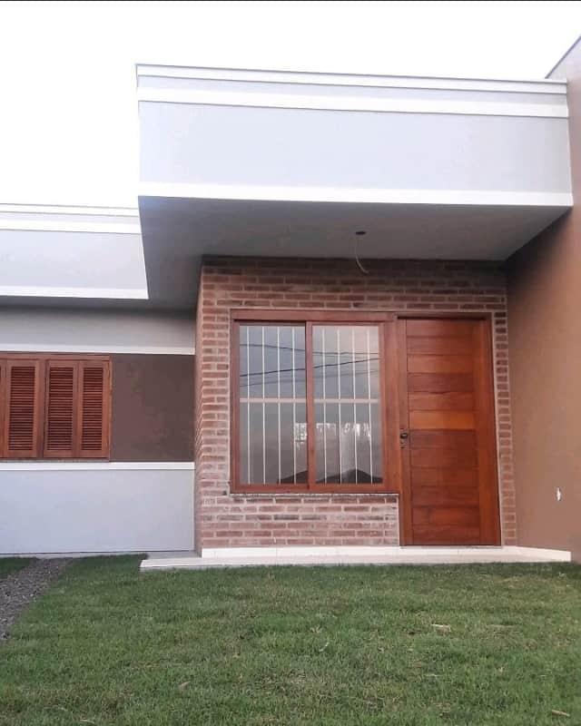 casa terrea com porta de madeira simples
