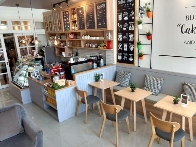 decoracao aconchegante com sofa para cafeteria gourmet
