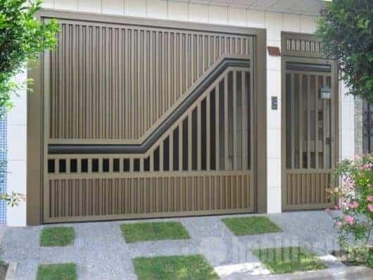 casa com portao social de aluminio em bronze