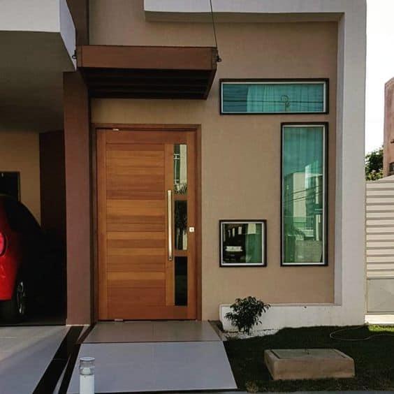 porta de madeira com vidro na lateral