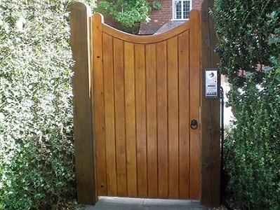 modelo de portao social de madeira