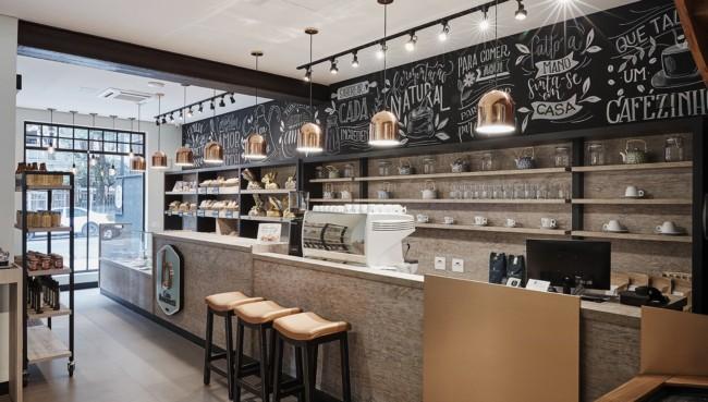 loja de biscoitos com decoracao moderna e parede lousa