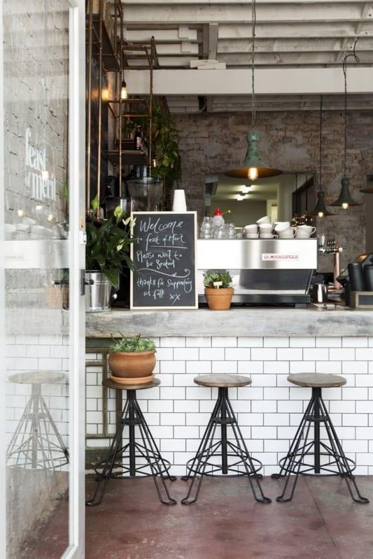estilo industrial para cafeteria gourmet pequena