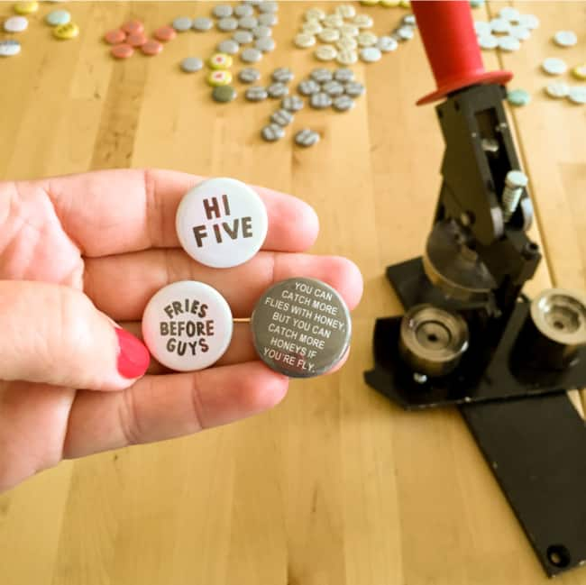como funciona maquina de criar bottons